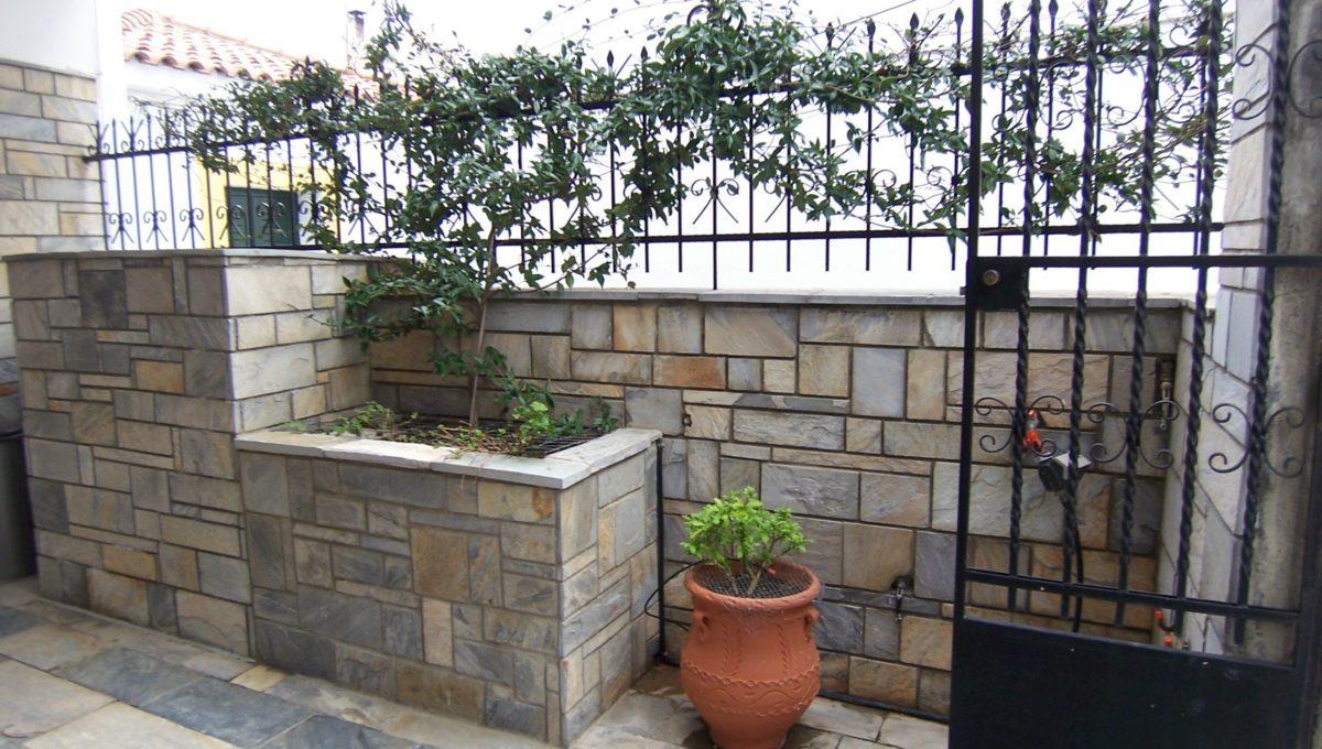 596 - Courtyard 3