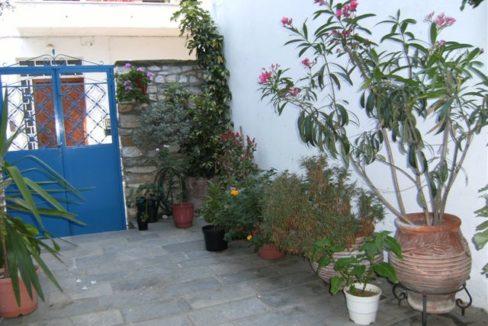 garden towards gates