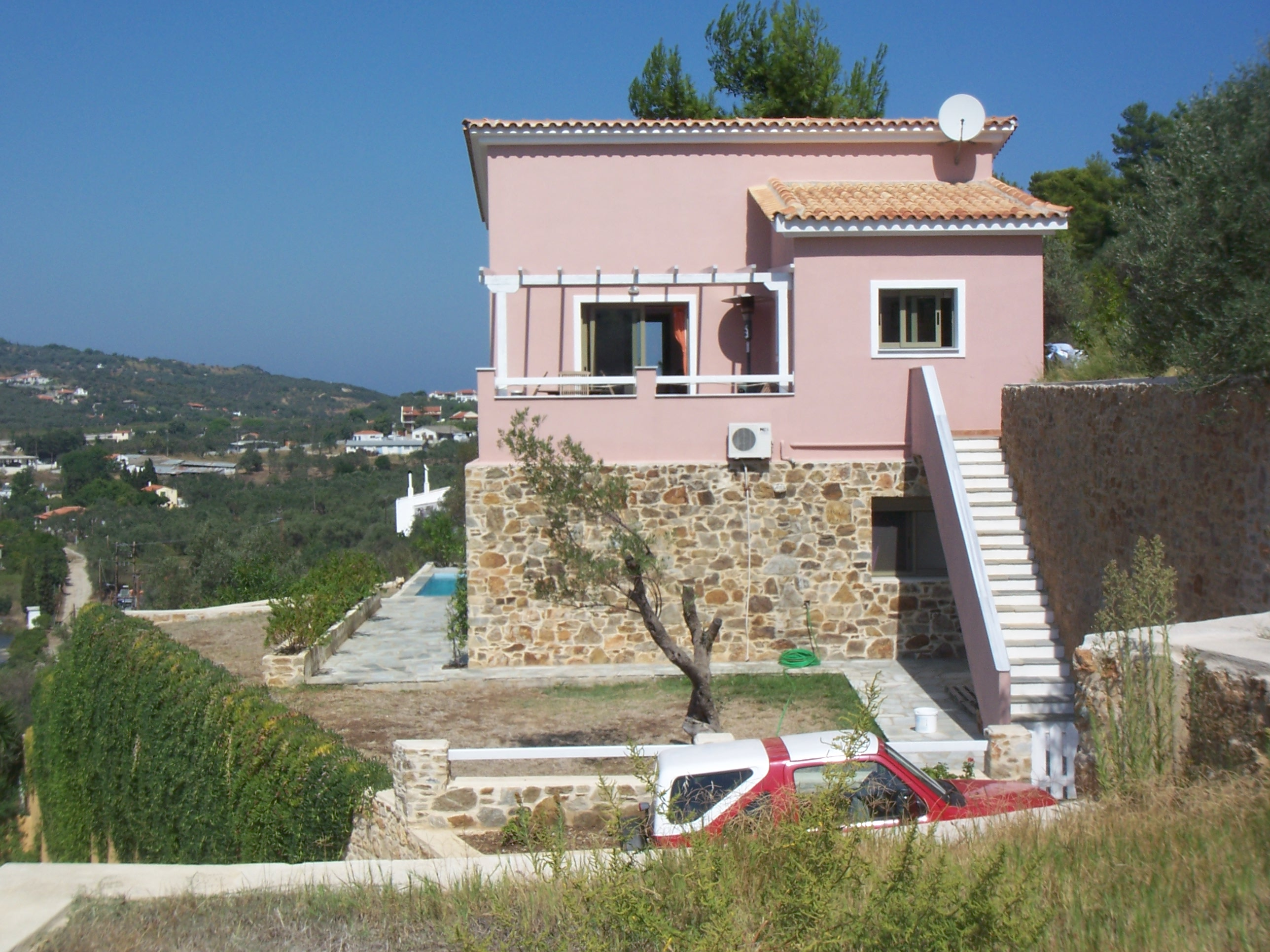 Villa and swimming pool at Aghios Georgos