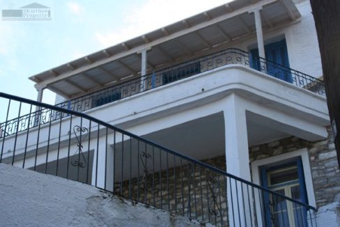 09front of house