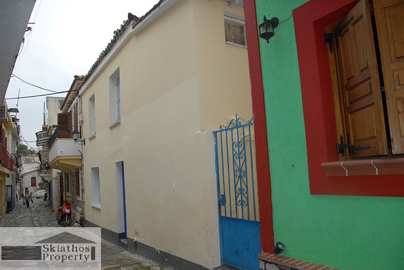 COSY AND TRADITIONAL SMALL HOUSE IN THE HEART OF SKIATHOS TOWN- for renovation