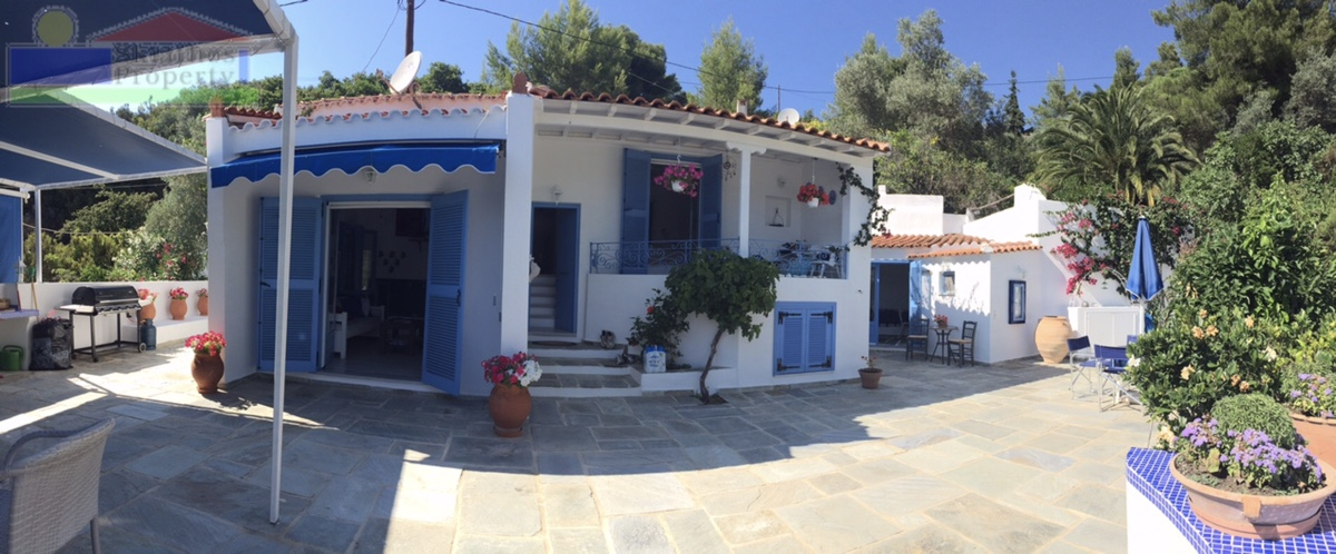 VILLA WITH GUEST ACCOMMODATION JUST 4 MINUTES FROM THE BEACH