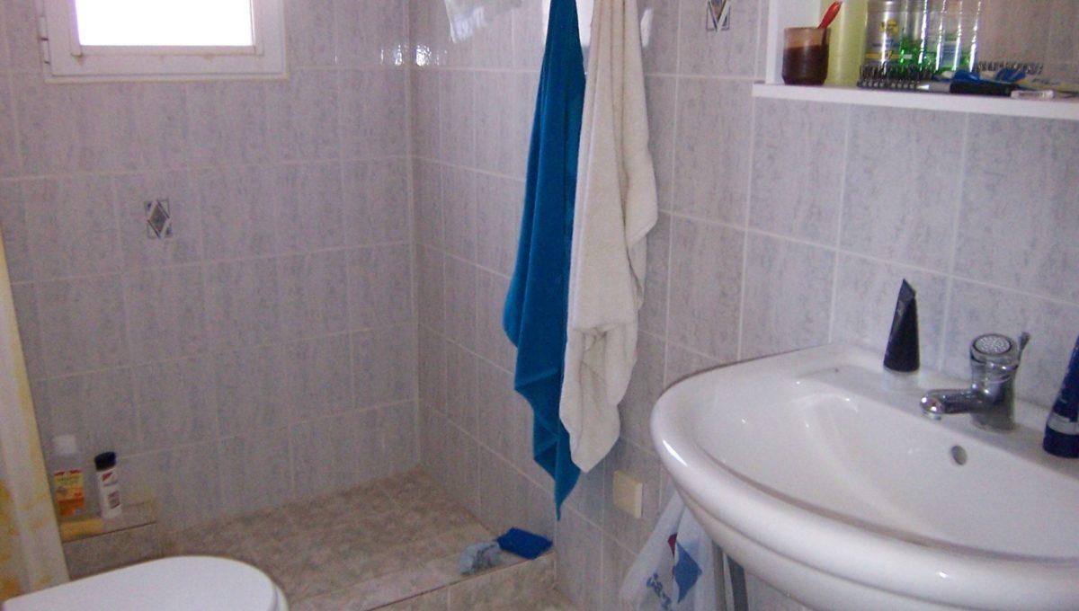 594 - 1st Apt - Bathroom