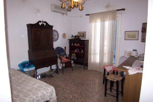 594 - 1st Apt - Living Room