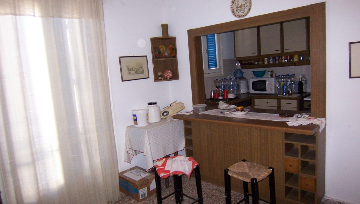 594 - 1st Apt - Living Room-Kitchen