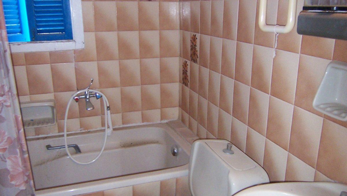 594 - 2nd Apt - Bathroom