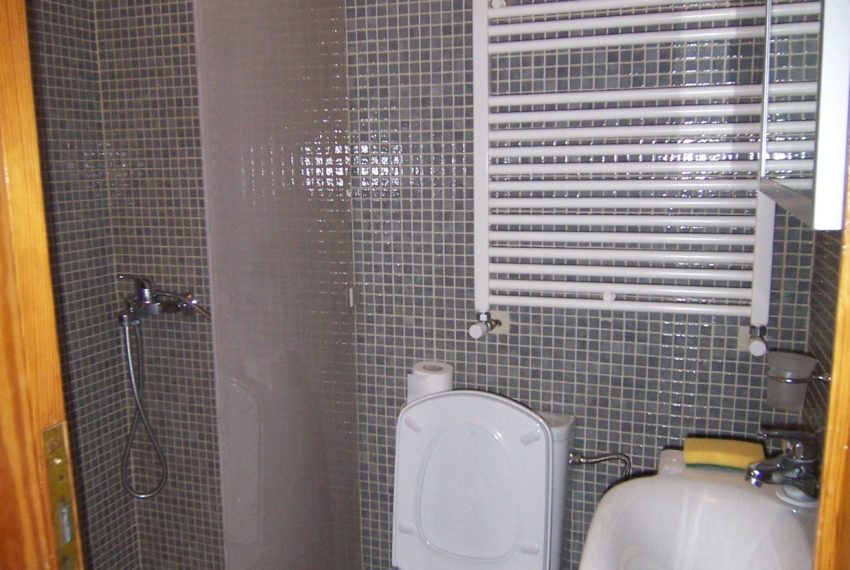 596 - Bathroom