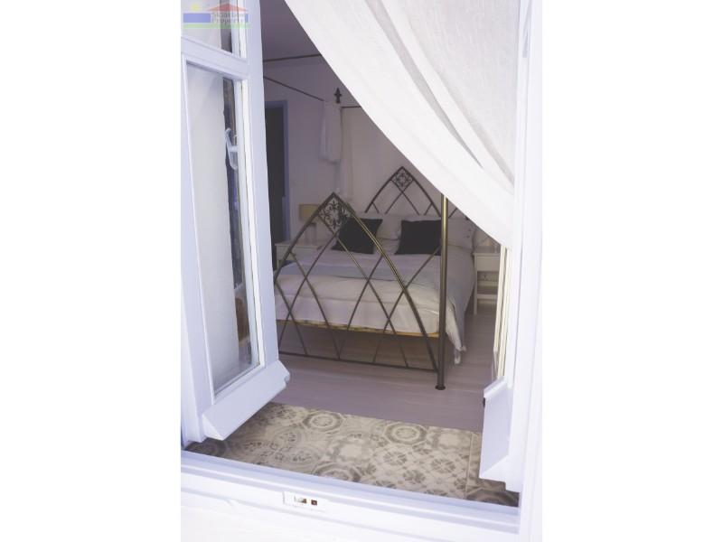 Bedroom window08