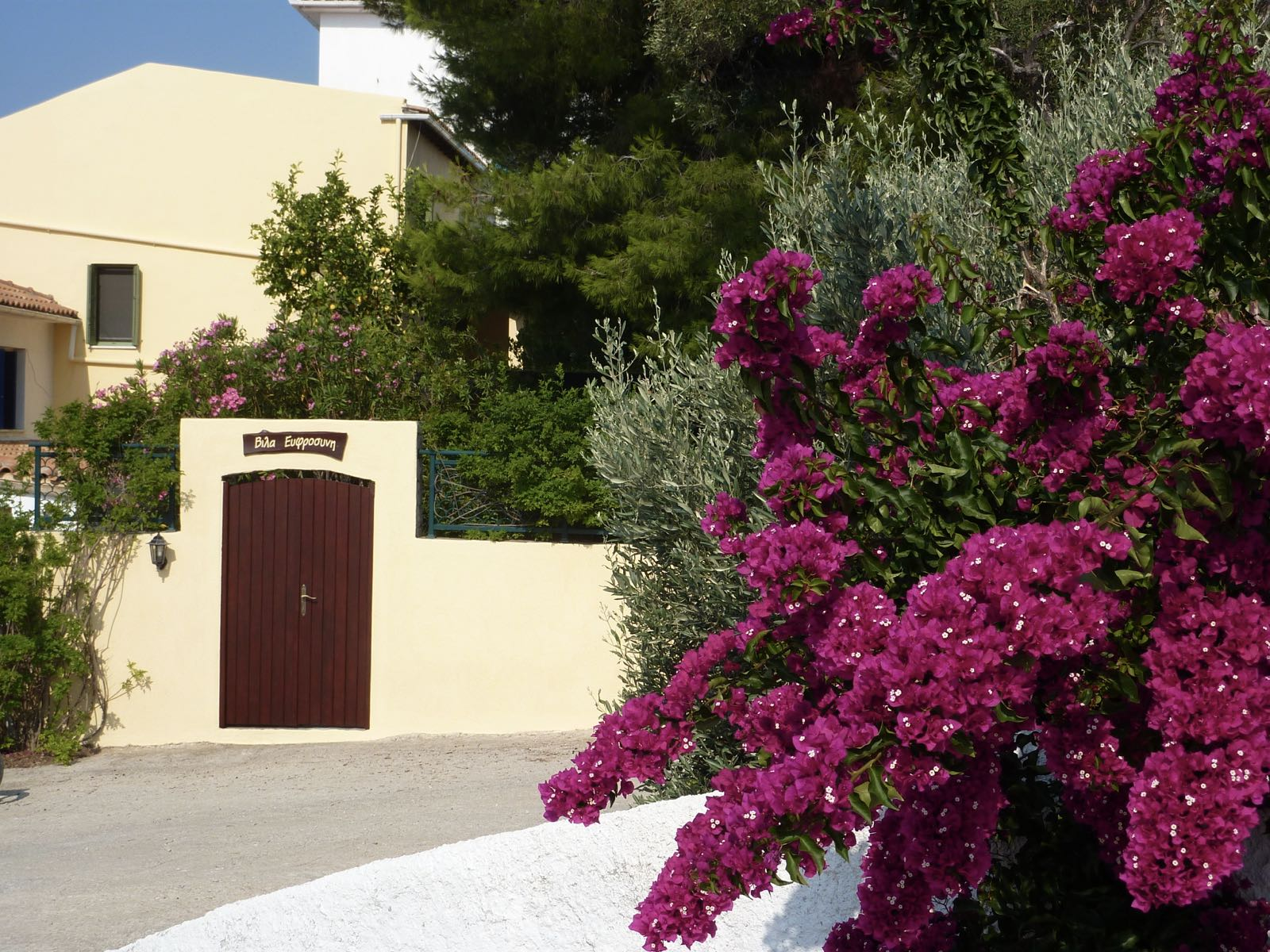 VILLA EVPHROSYNE – JOY, CHARM AND BEAUTY ON THE POUNTA