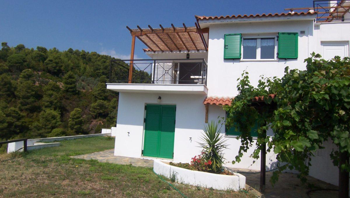 ornet villa garden side 2