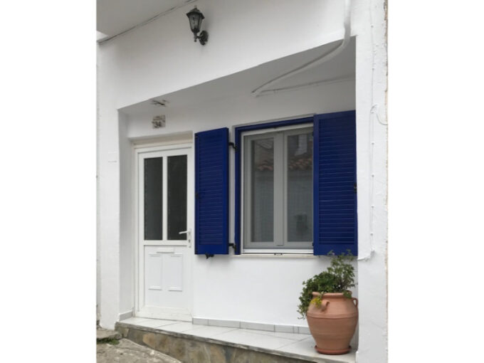 RENOVATED TOWN HOUSE WITH 3 BEDROOMS