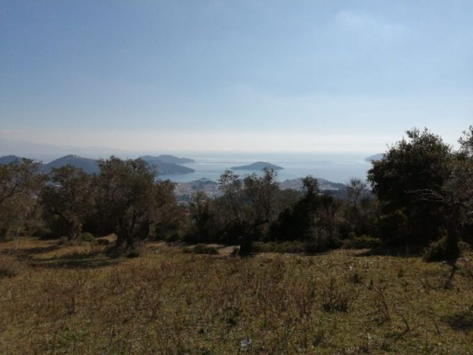 Plot with magnificent views to town and the islands