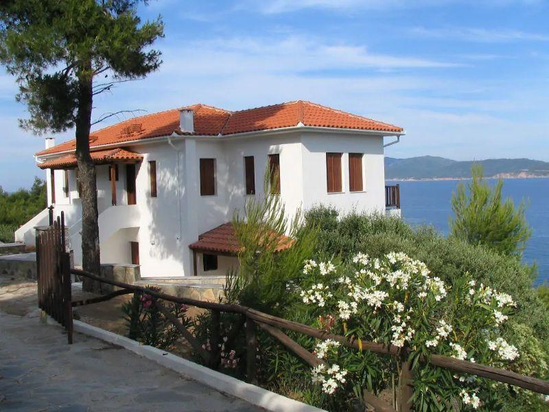 Apartment for sale in Katigiorgis, Pelion, right next to the sea